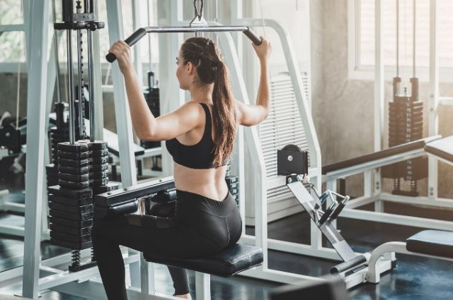 power-rack-with-lat-pulldown-3